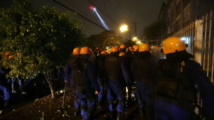 Protesto em POA: BM avança na Avenida Ipiranga
