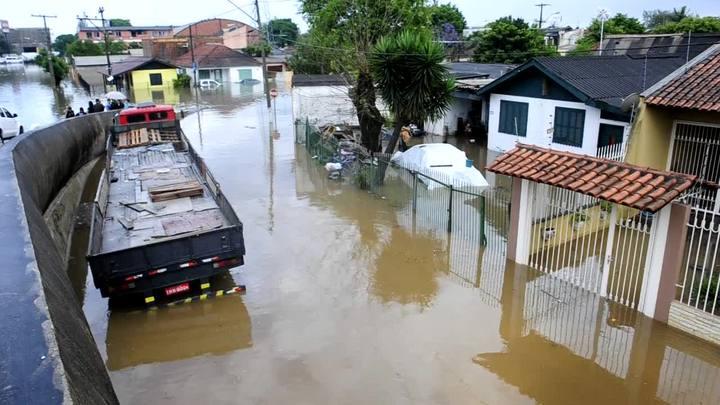 Chuva causa alagamento em Esteio