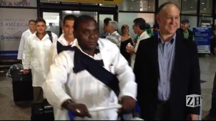 Médicos cubanos relatam suas expectativas na chegada a Porto Alegre