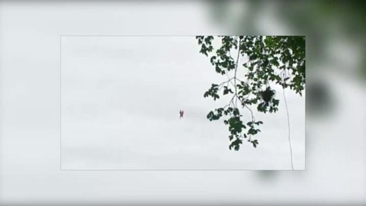 Bombeiros resgatam três pessoas no rio Itajaí-Açu em Blumenau