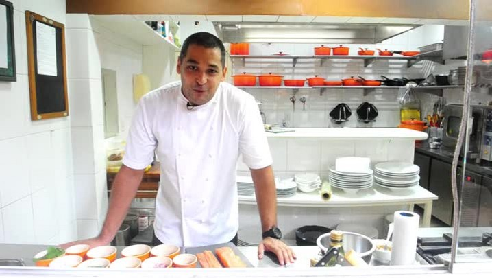 Confira como fazer um delicioso rollmops de salmão
