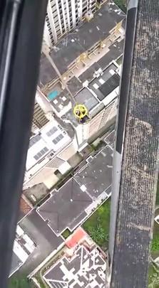 Operários são resgatados de helicóptero pelos Bombeiros e Samu