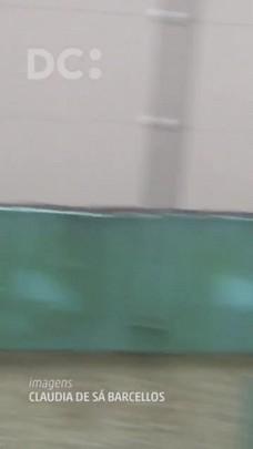 Água invade condomínio de casas no bairro Ingleses, em Florianópolis