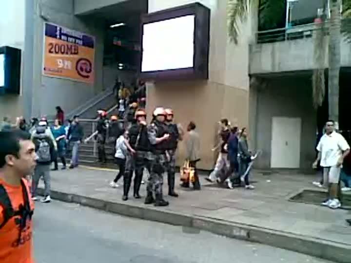 Fiscalização causa tumulto no Camelódromo de Porto Alegre