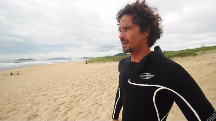 Surfe com o DC - Guga Arruda, o comunicador do surf nas ondas do rádio