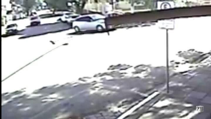 Vídeo mostra atropelamento de empresário durante assalto em Passo Fundo