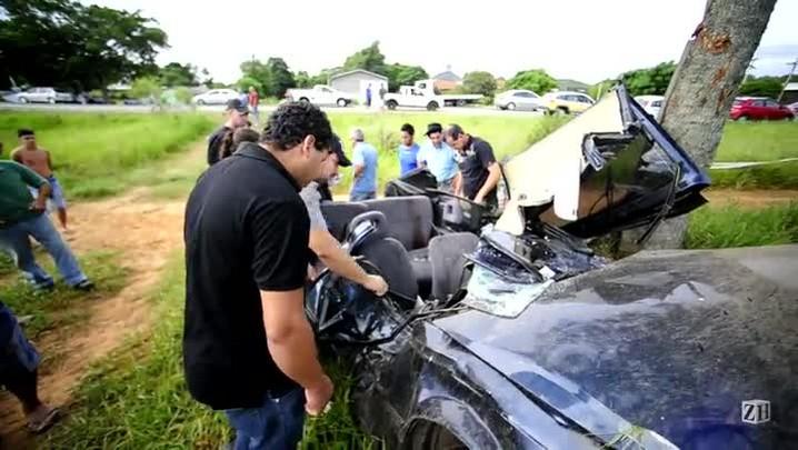 Carro colide contra árvore na RS-040 e motorista morre