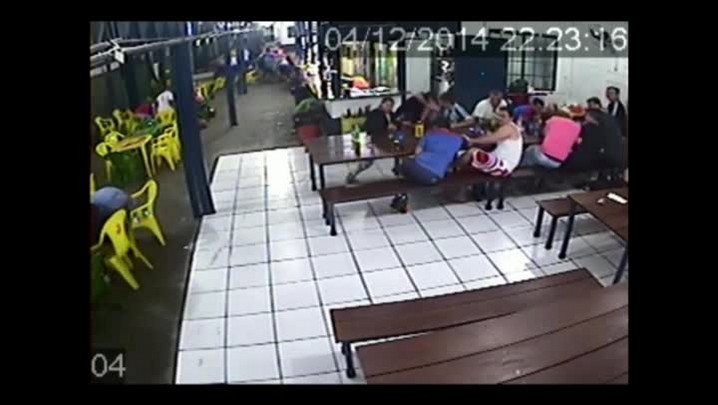Polícia divulga imagens de tiroteio na quadra de esportes do Sarandi