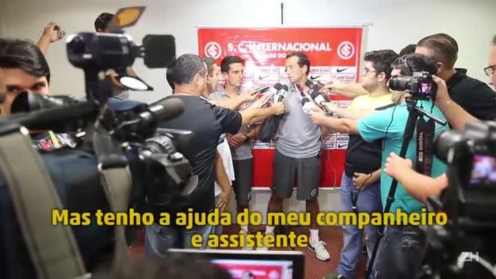 """Para se comunicar, Pignatares se esforça no \""""portunhol\"""" e conta com ajuda de gringos do Inter"""