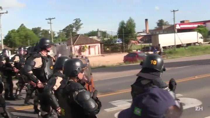 Camaquã: polícia e manifestantes entram em confronto