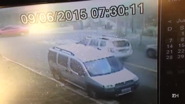 Imagens mostram Duster em fuga no bairro Mont\'Serrat