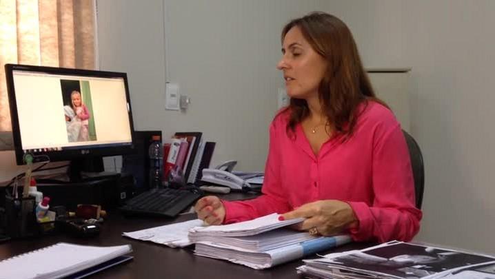 Delega Milena fala sobre a semelhança de Emili com a imagem da menina encontrada Boston.