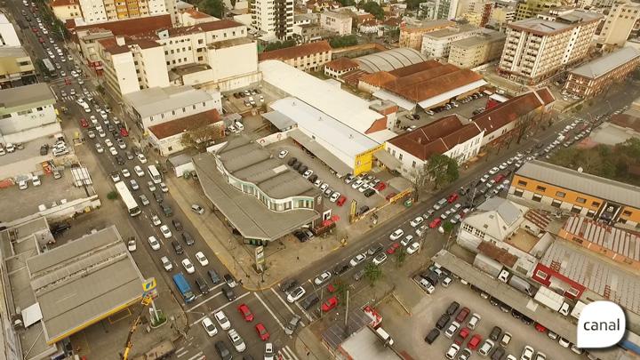 A tranqueira decorrente das obras do SIM Caxias vista de cima