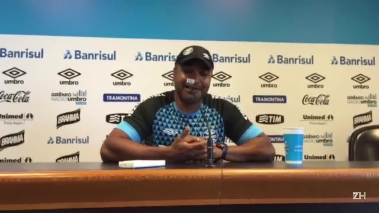 Roger falar sobre renovação com o Grêmio