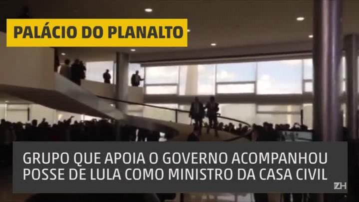 Grupo que apoia governo acompanha posse de Lula em Brasília
