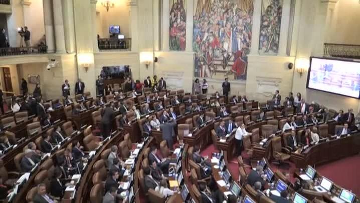 Colômbia aprova acordo de paz com as Farc