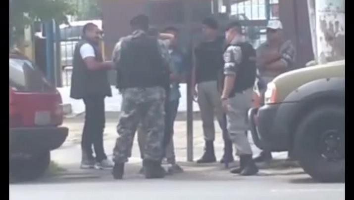 BM apura conduta de policial flagrado agredindo suspeito em Porto Alegre