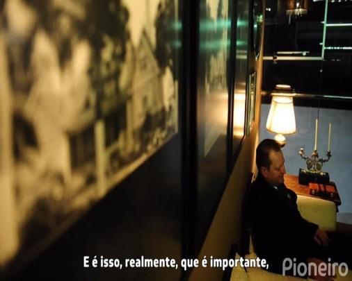 Dia do Trabalho: maître Paulo trabalha em dois restaurantes de Caxias