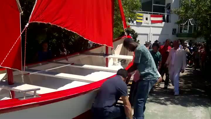 Barco Ópera é lançado à água