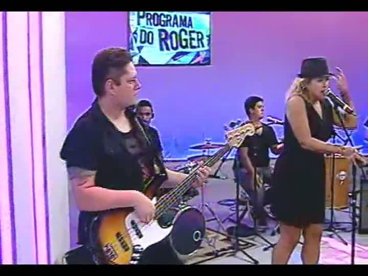 "Programa do Roger - Tati Portella mostra projeto solo e intepreta \""Valerie\"", famosa na voz de Amy Winehouse"