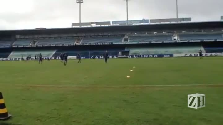 Grêmio treina na manhã desta terça-feira