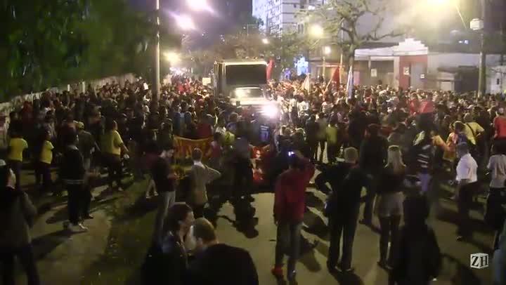 Manifestantes realizam protesto na zona sul da Capital