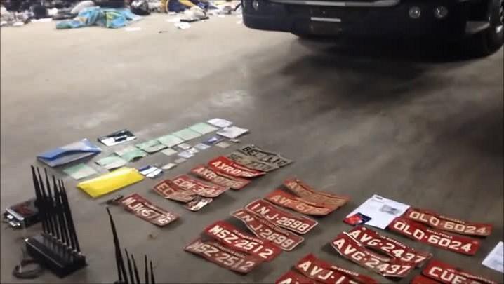 Polícia descobre galpão com caminhões para desmanche em Araquari