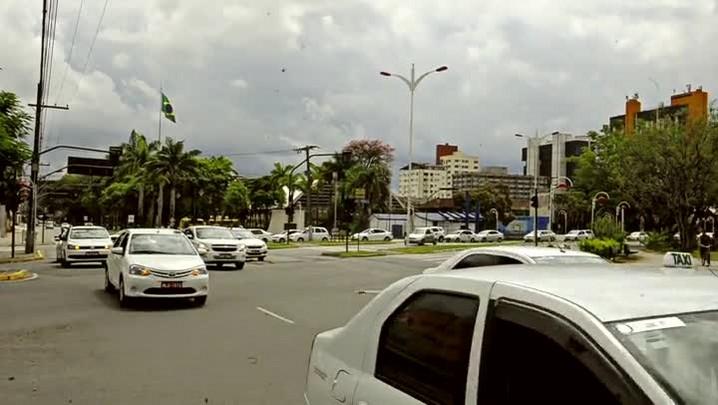 Taxistas de Joinville realizam protesto por colega morto