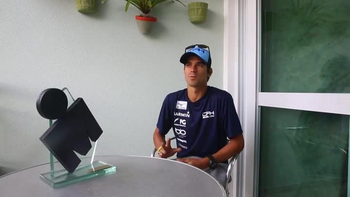 Mais novo ídolo catarinense, Igor Amorelli recebe o DC após vitória no 14º Ironman Florianópolis