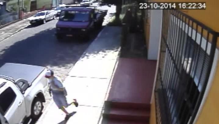 Imagens mostram ação de quadrilha de roubo de veículos