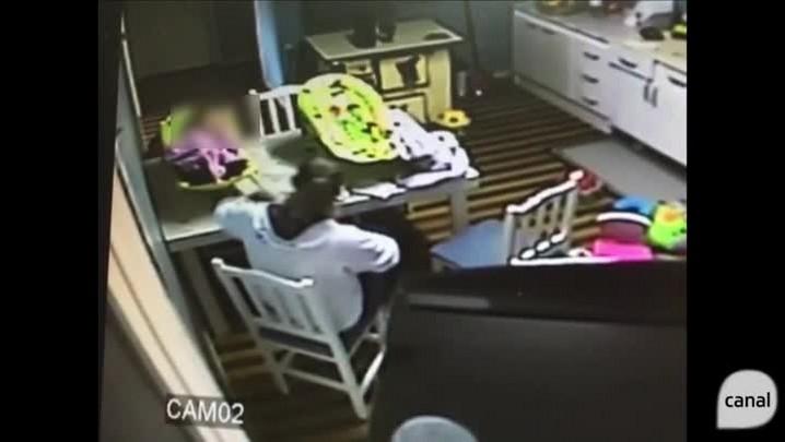 Câmeras de segurança flagram cuidadora agredindo bebê em Bento Gonçalves