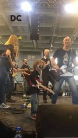 Encontro de Músicos reúne 200 instrumentistas e cantores para tocar rock