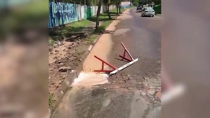 Vazamento prejudica motoristas