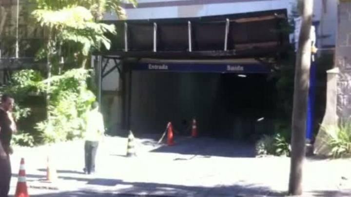 Carro da Madonna deixa hotel em Porto Alegre