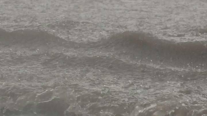 Chuva provoca alagamentos em Porto Alegre