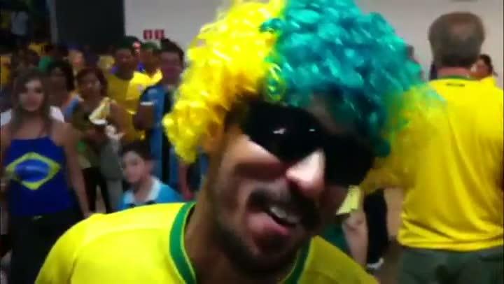 Torcedores conversam com Luciano Périco e falam sobre o desempenho da Seleção - 15/06/2013