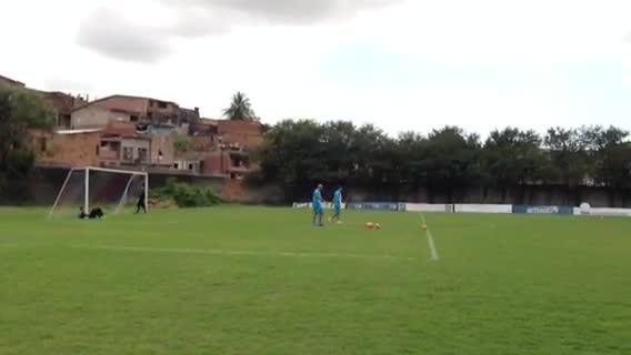 Após o treino, Renato brinca com goleiros do Grêmio. 24/09/2013