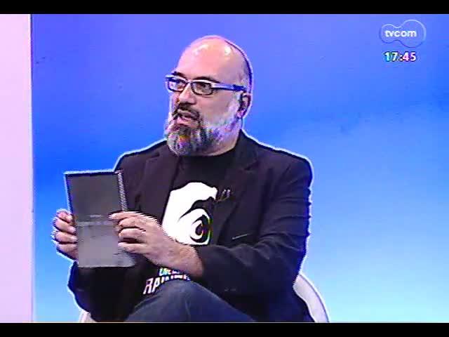 Programa do Roger - Músico Ronald Augusto fala sobre lançamento do livro \'Empresto do visitante\' - bloco 1 - 18/10/2013