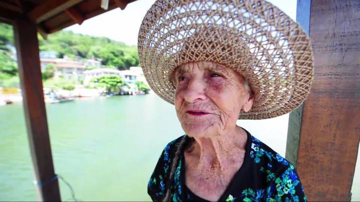 Senhora de 84 anos sonha em ter um Stand Up Paddle