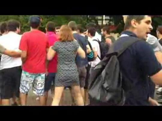 Encontro de marchas em Joinville termina em confusão