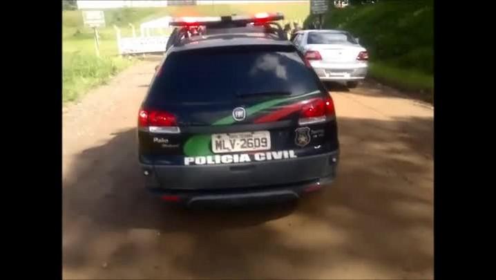 Apesar da barreira dos agentes penitenciários, dois presos entram na Penitenciária de Joinville