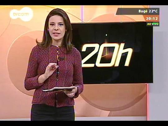 TVCOM 20 Horas - Buraco com vazamento de água causa transtornos na Protásio Alves - Bloco 2 - 21/08/2014