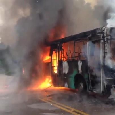 Ônibus é incendiado no bairro da Tapera na manhâ dessa terça-feira 30