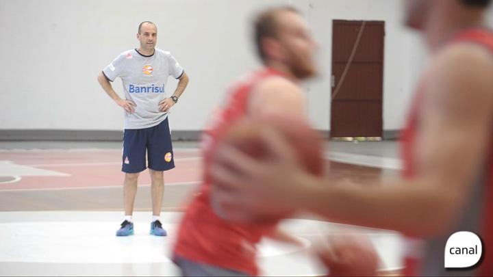 Técnico Rodrigo Barbosa conta sua trajetória até chegar à liga nacional de basquete