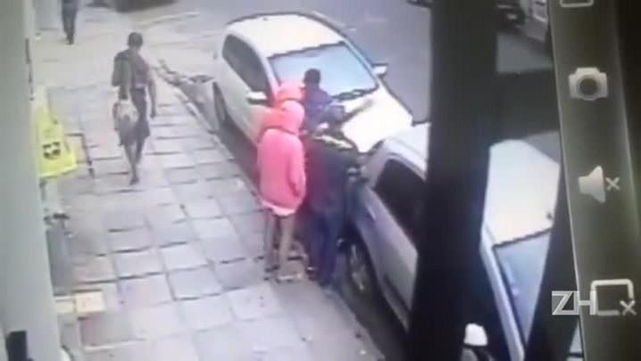 Mulher é agredida em assalto na Cidade Baixa