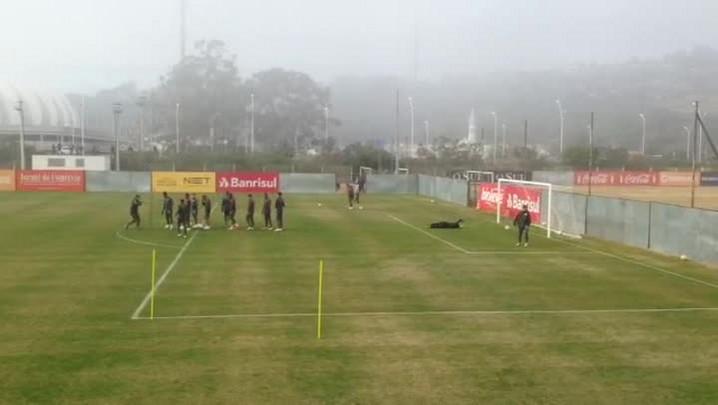 Inter treina sob cerração no CT Parque Gigante