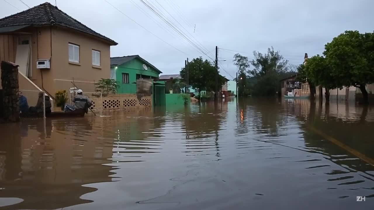 Enchente tira cem famílias de casa em São Sebastião do Caí