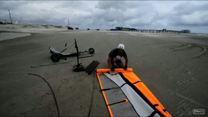 Prática de windcar atrai curiosos na Plataforma de Atlântida