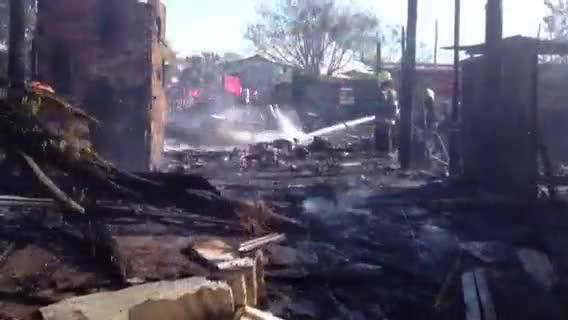 Incêndio atinge casas no bairro Mario Quintana, em Porto Alegre - 11/09/2013