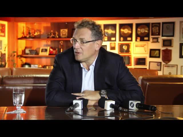 """Jérome Valcke na Gaúcha: \""""Fifa não pediu Copa no Brasil, nem 12 sedes e nem estádios públicos\"""" - 07/10/2013"""